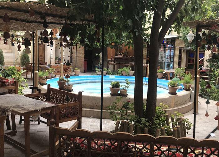 تصاویر حیاط اقامتگاه سنتی پنج دری شیراز