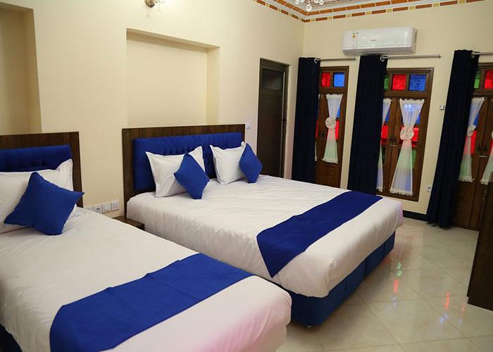 اتاق سه تخته اقامتگاه سنتی پنج دری شیراز