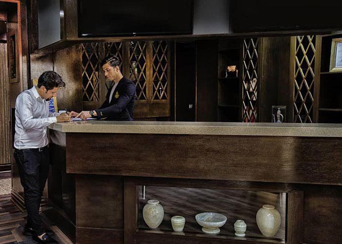 پذیرش هتل ارگ محشتم قمصر