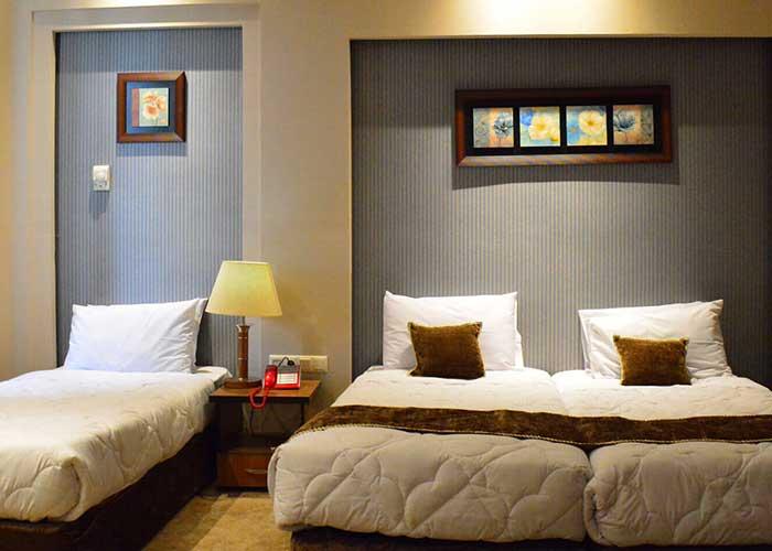 سه تخته هتل زنبق یزد