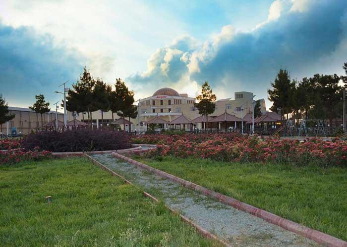 عکس فضای سبز هتل زنبق یزد