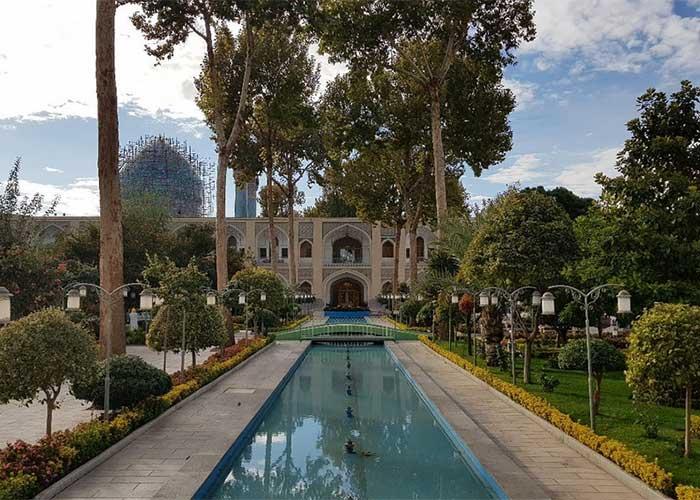 محوطه باغ هتل عباسی اصفهان
