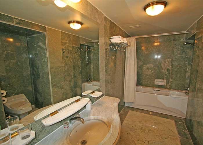 سرویس بهداشتی سوئیت قاجار هتل عباسی اصفهان