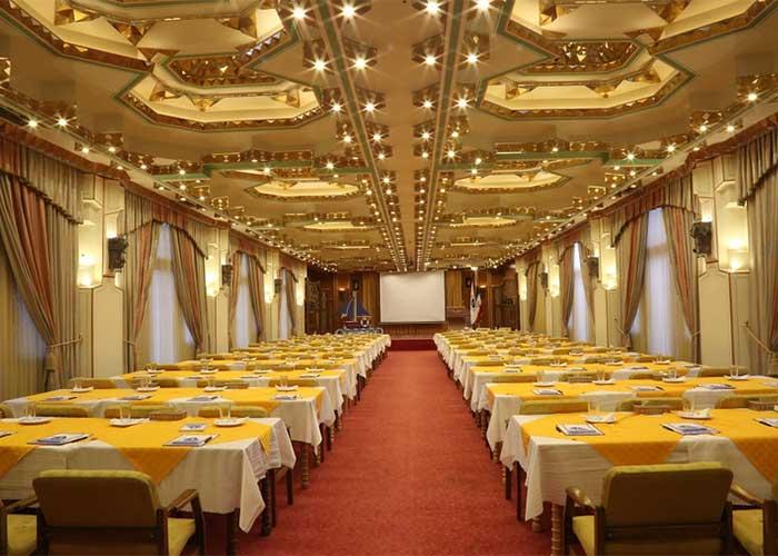 تالار آینه هتل عباسی