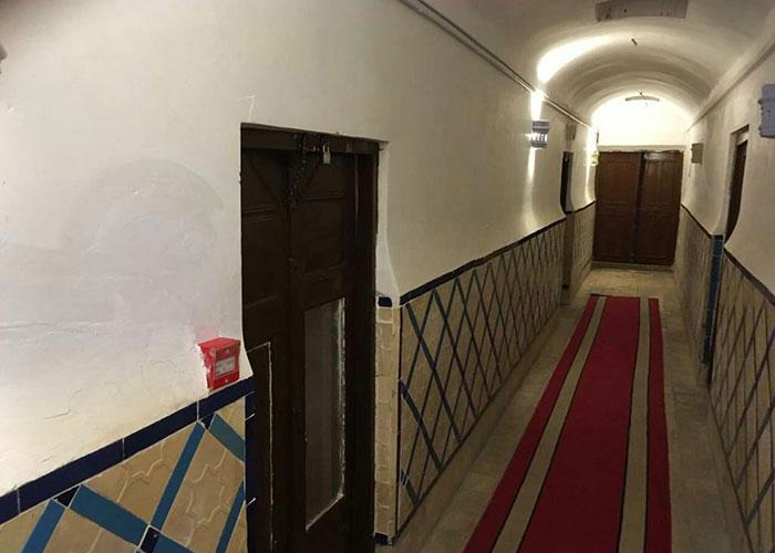 راهرو هتل ادیب الممالک یزد