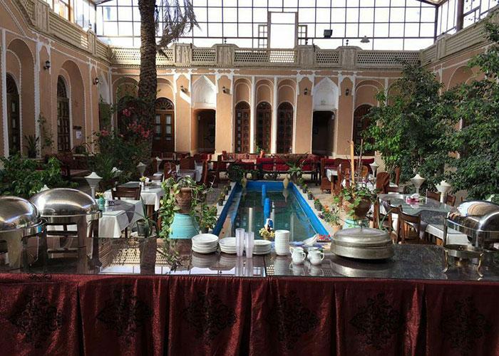 تصاویر حیاط هتل ادیب الممالک