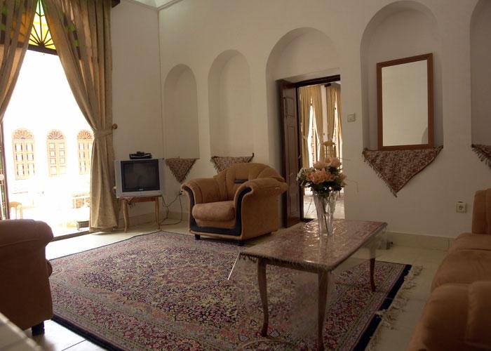عکس اتاق هتل ادیب الممالک یزد