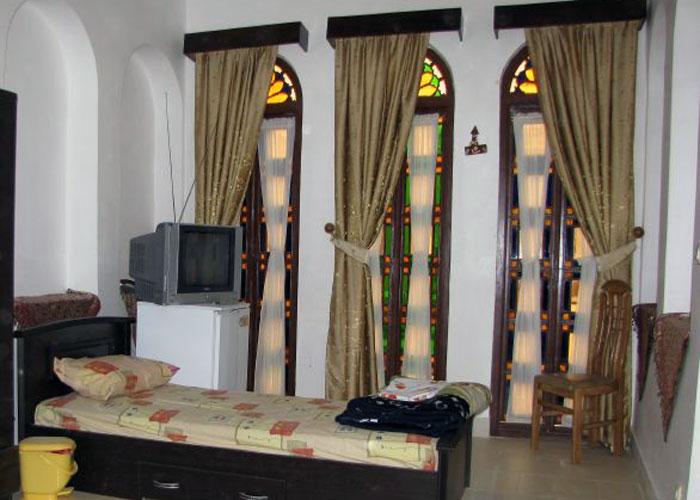 یک تخته هتل ادیب الممالک یزد