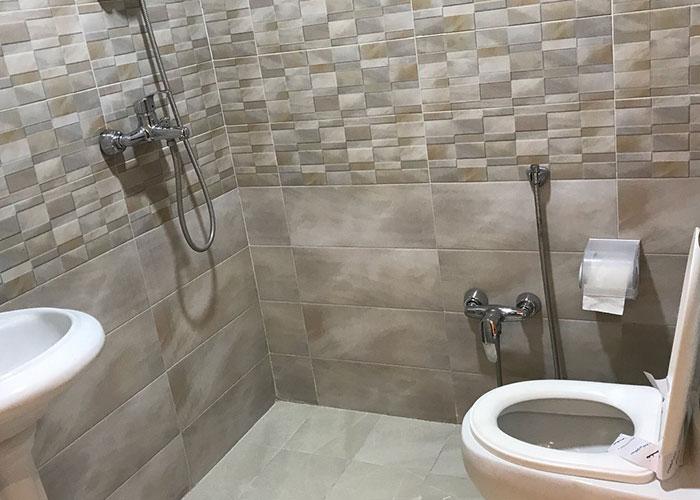سرویس بهداشتی داخل اتاق هتل اهراب تبریز