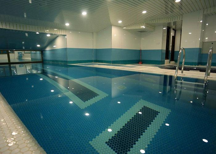 عکس استخر هتل امیران 2 همدان