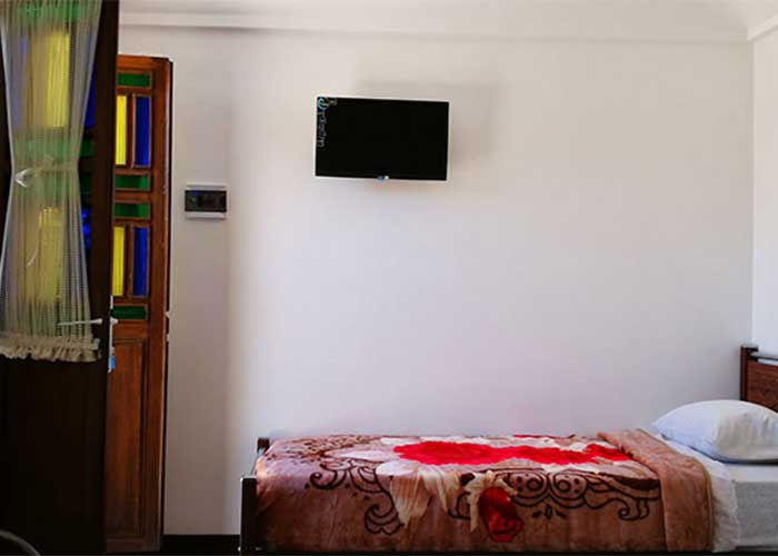 اتاق سه تخته اقامتگاه سنتی آمیرزا