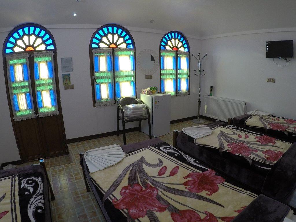 اتاق چهار تخته اقامتگاه سنتی آمیرزا کاشان