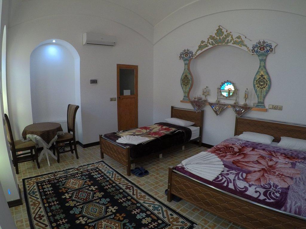 اتاق سه تخته اقامتگاه آمیرزا