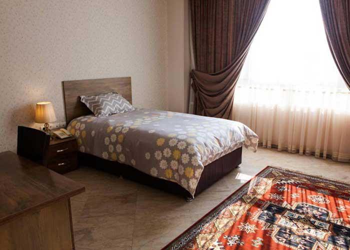 اتاق یک تخته مهمانسرای آنامیس تهران