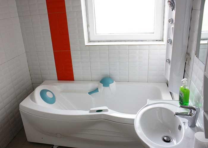 وان حمام اتاق هتل آپارتمان آنازا کلیبر