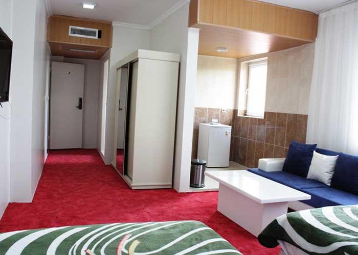 فضای داخل اتاق هتل آپارتمان آنازا کلیبر