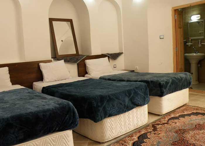 اتاق سه تخته اقامتگاه سنتی آرا یزد