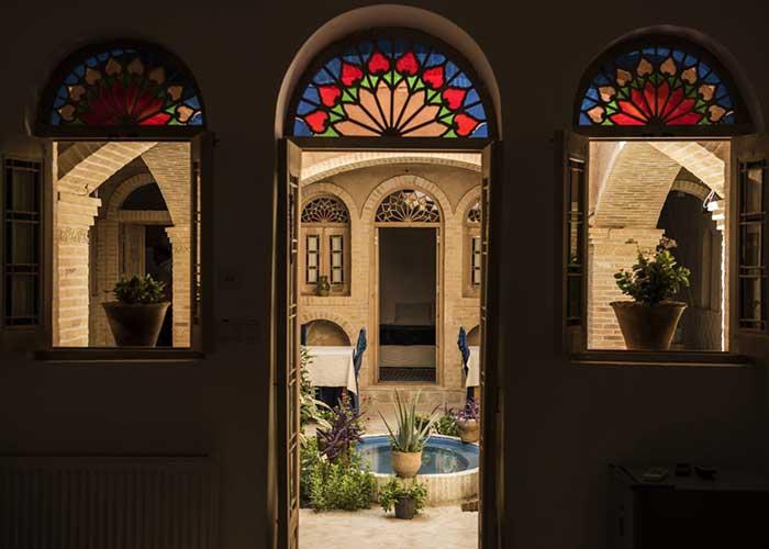 تصاویر حیاط اقامتگاه سنتی آرا یزد