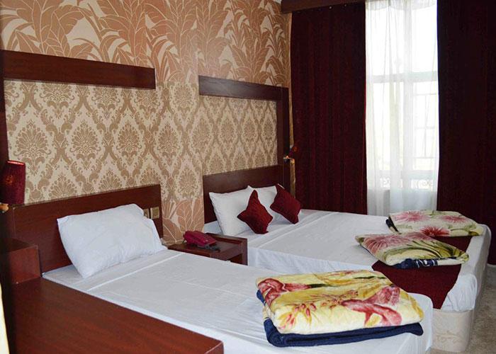 نمای اتاق سه تخته هتل آراد مشهد