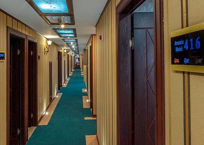 راهرو طبقات هتل آرامیس تهران