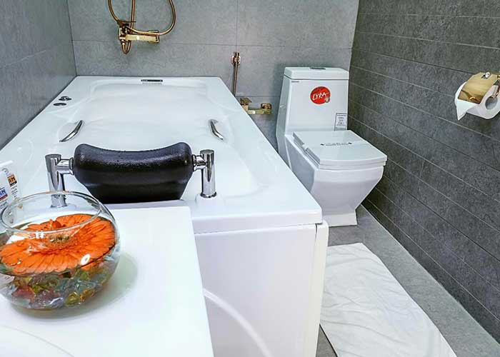 سرویس حمام اتاق های هتل آرامیس تهران