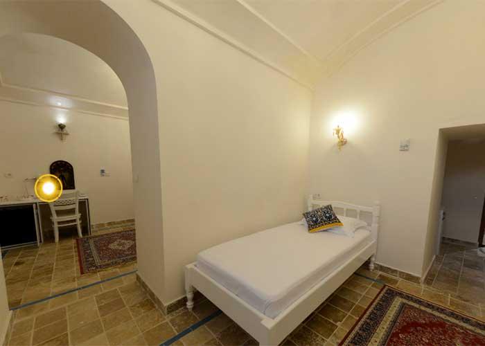 عکس اتاق دو تخته اقامتگاه سنتی آریانا کاشان