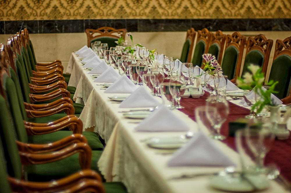 رستوران هتل آریوبرزن