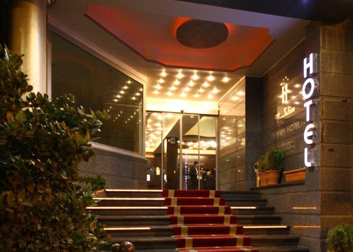 ورودی هتل آساره تهران