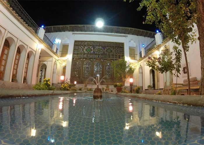 هتل عتیق اصفهان در شب
