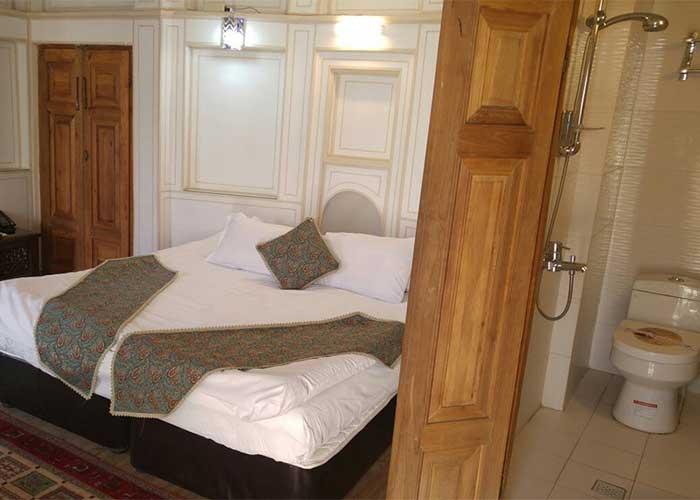 اتاق و سرویس بهداشتی هتل عتیق اصفهان