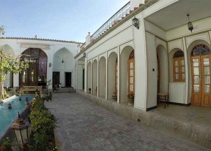 حیاط هتل عتیق اصفهان