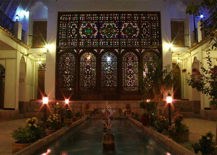تصاویر حیاط هتل عتیق اصفهان