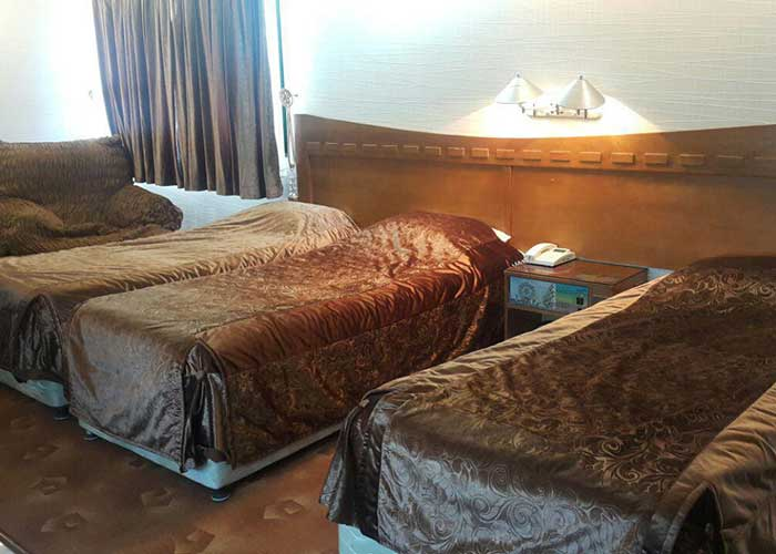 اتاق سه تخته هتل آزادی اصفهان