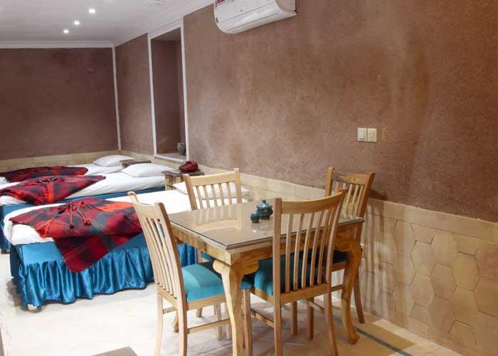 اتاق سه تخته اقامتگاه سنتی بابا افضل  کاشان