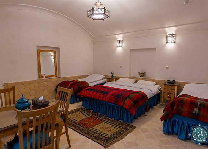 اتاق چهار تخته اقامتگاه سنتی بابا افضل