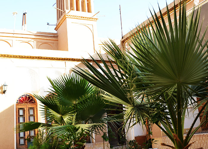 حیاط هتل سنتی باغ مرشد یزد