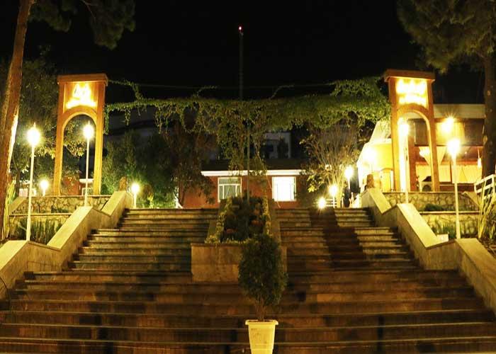 فضای محوطه هتل بلوط تهران