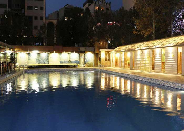 استخر هتل بلوط تهران در شب