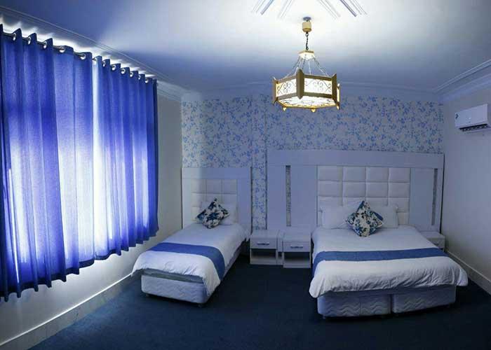 فضای اتاق سه تخته هتل بلوط تهران