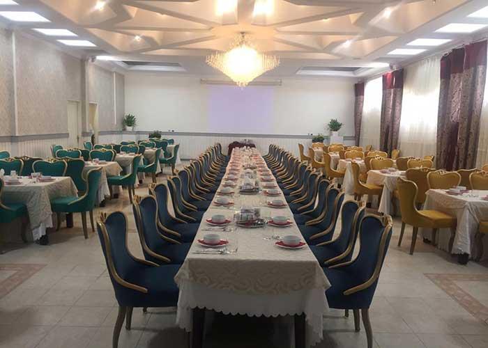 رستوران سر پوشیده هتل بلوط تهران