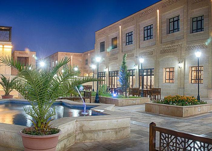 تصاویر حیاط هتل بین الحرمین شیراز