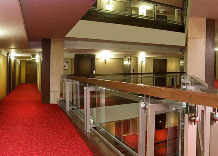 راهرو طبقات هتل سینور مشهد