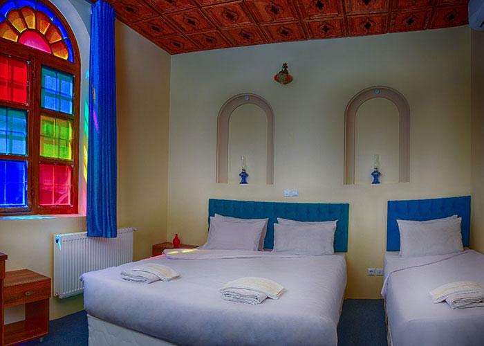 عکس اتاق هتل سنتی درباری شیراز