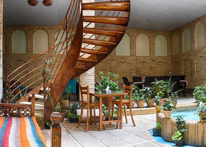 راهرو هتل سنتی درباری شیراز