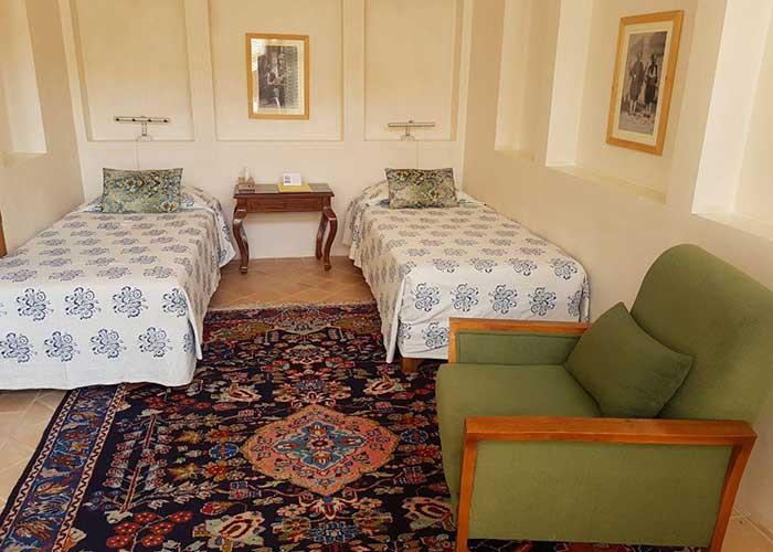 اتاق توئین اقامتگاه درب باغ کاشان
