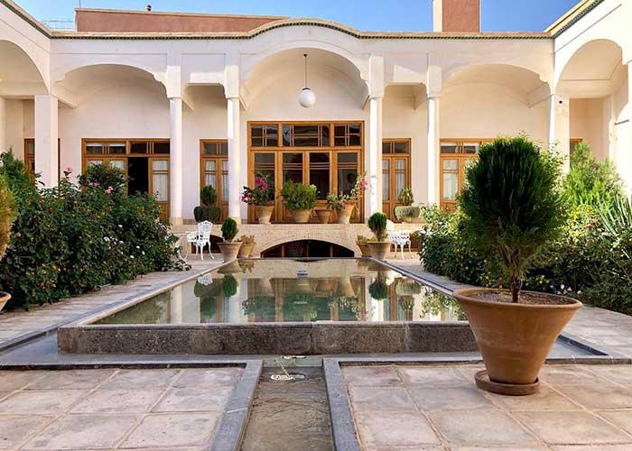 ساختمان اقامتگاه سنتی درب باغ کاشان