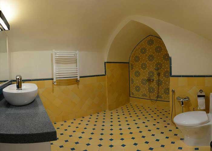 سرویس بهداشتی اقامتگاه سنتی درب باغ