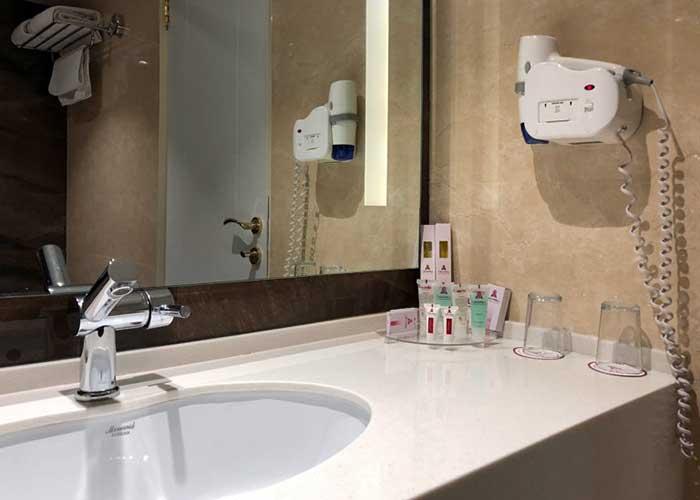 سرویس بهداشتی اتاق هتل انقلاب تهران
