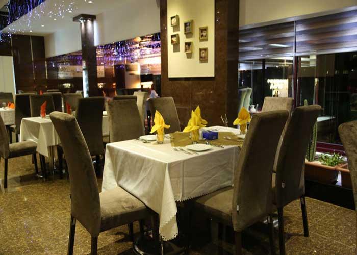 رستوران بام مهتاب هتل ارم تهران