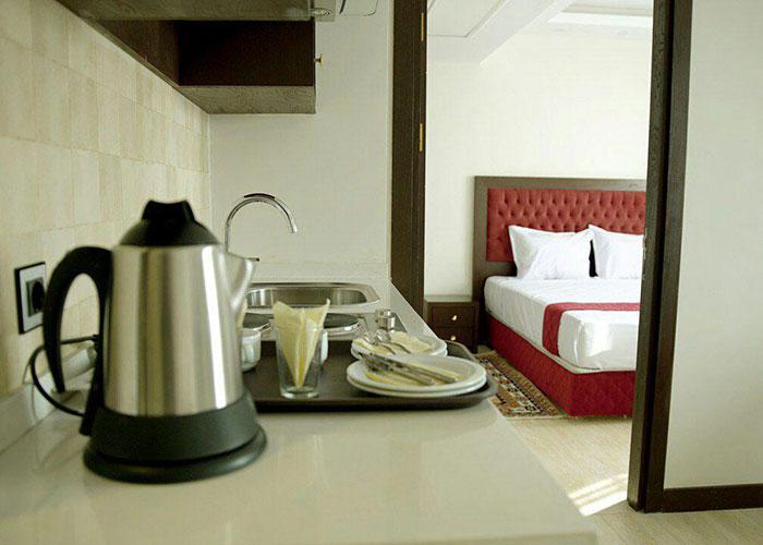 آشپزخانه هتل آپارتمان اریکا